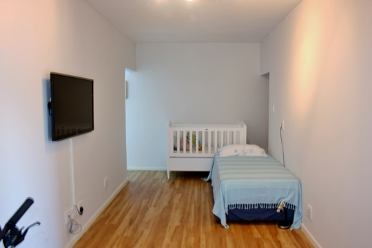 Flatlet with a single bed and a baby cot